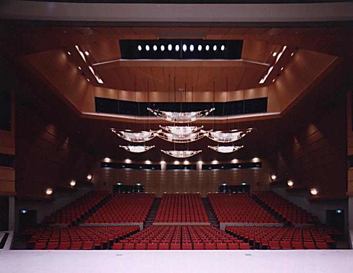 仙台国際センターホールシャンデリア01